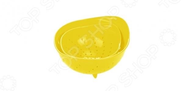 Набор дуршлагов Tescoma Presto Tone. В ассортиментеВоронки. Дуршлаги<br>Набор дуршлагов Tescoma Presto Tone два глубоких дуршлага, предназначенные для слива воды. Используется для сушки, процеживания и пассировки овощей, для мытья ягод и грибов. Дуршлаг имеет объем, которого вполне достаточно для приготовления нескольких порций сочных фруктов или ягод.  Максимально безопасен в эксплуатации.  Изготовлен из первоклассного пластика.<br>