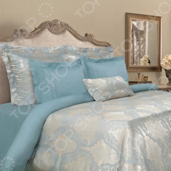 Комплект постельного белья Mona Liza Madam Sandrine. ЕвроЕвро<br>Здоровый и комфортный сон зависит не только от того насколько ваш матрас и подушка мягкие и удобные, но и, не в последнюю очередь, от того на каком постельном белье вы спите ежедневно. Очень важно при выборе постельного белья ориентироваться не только на его цену и яркий дизайн, но и на качество, и плотность, тип материала. Жесткие и плотные ткани, пусть даже и натуральные, не подходят для ежедневного использования, ведь они могут причинить коже удивительный дискомфорт, вызвав её покраснения и раздражения. На такой постели также часто образуются катышки, которые в конец портят внешний вид белья и ваше настроение. Комплект постельного белья Mona Liza Madam Sandrine роскошное современное постельное белье, которое покорит вас своей красотой, элегантностью, прочностью и изысканностью. Его особенность заключается в уникальном материале, из которого оно выполнено. Комбинация качественного, прочного сатина и натуральной вискозы придает ткани шелковистость, прочность, легкость, удивительную износоустойчивость и удивительную гигроскопичность. Такое постельное белье относится к категории премиум тканей и ничем не отличается ни по качеству, ни по внешнему виду от дорогого шелкового белья. К тому же, такое постельное белье не электризуется и не скользит по кровати, а также сохраняет свою первоначальную форму даже после 3000 стирок. Так как для пошива используются широкие ткани, внешний вид не будут портить дополнительные швы по середине. Кокетливость комплекту придают оригинальные декоративные детали в виде ушек на наволочках. Пододеяльник закрывается на пуговицы. Особое внимание заслуживает дизайн этого комплекта, который придется по душе даже самым требовательным покупателям. По истине королевский внешний вид достигается за счет изысканного рельефного рисунка, который не выбивается из общего ансамбля. Яркий и красивый цвет постельного белья не только впишется в общий интерьер вашей спальни, но и станет её украше