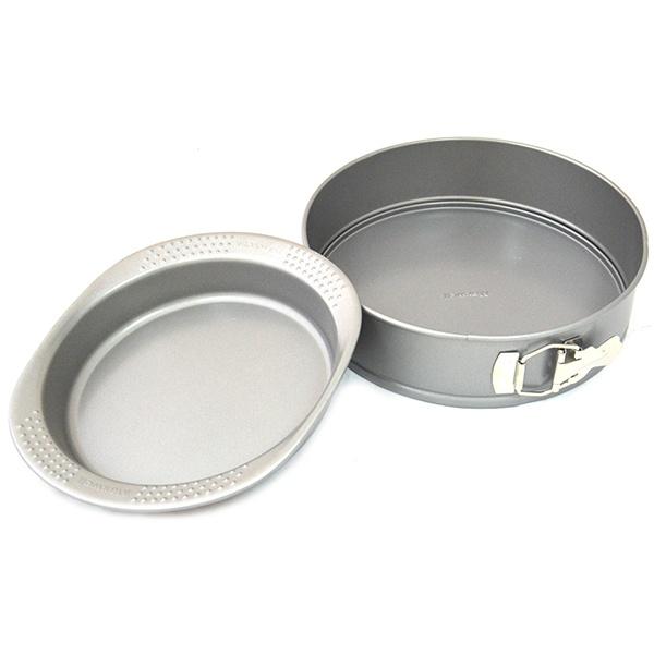 Набор форм для выпечки Maxwell MLF-516Металлические формы для выпечки и запекания<br>Набор форм для выпечки Maxwell MLF-516 станет отличным дополнением к вашему набору аксессуаров и принадлежностей для кухни. В комплект входят две формы: круглая и форма со съемным дном. Изделия выполнены из углеродистой стали и снабжены высокопрочным антипригарным покрытием Whitford Xylan, облегчающим выемку готовых блюд и чистку посуды. Формы многофункциональны и практичны в использовании, подходят для выпекания пирогов, чизкейков, тартов, запеканок, кексов и т.д. Можно мыть в посудомоечной машине. Размер круглой формы со съемным дном: 330х300 мм. Размер формы с ручками: 250х220 мм<br>