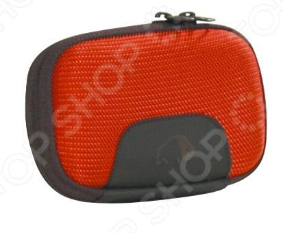 Сумка для фотокамеры Tatonka Protection Pouch S - удобная и надежная модель выполненная из пенопласта с мягкой обивкой. Мягкая внутренняя обивка надежно защитить во время транспортировки фотоаппарат, игровую приставку или МР3-плеер. Чехол удобно и надежно закрывается на молнию, что обеспечивает максимальную защиту, а кроме того, позволяет легко и удобно извлекать устройство.