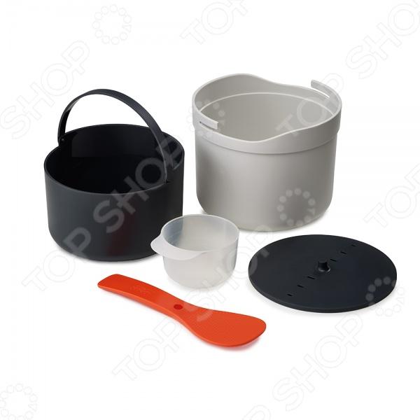 Рисоварка для микроволновой печи Joseph Joseph M-Cuisine станет отличным дополнением к набору вашей кухонной посуды. Кастрюля выполнена из пищевого полипропилена и предназначена для варки риса, гречки и других каш в микроволновой печи. В комплект входит мерный стаканчик, ложка, кастрюля и дуршлаг с крышкой. Ложка, при этом, выполняет двойную функцию: ей можно не только мешать крупы, но и плотно закрывать крышку во время готовки. Для приготовления блюда необходимо отмерить необходимое количество крупы, засыпать в дуршлаг, промыть, вложить дуршлаг в кастрюлю и залить водой. Рисоварку можно мыть в посудомоечной машине.