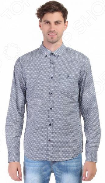 Рубашка Baon B676507Рубашки. Сорочки<br>Простая хлопковая рубашка была и остается классикой мужской моды. Она может считаться показателем отменного вкуса и элегантности её владельца. Эта стильная мужская сорочка будет превосходно смотреться как в рамках делового, так и неформального стиля. С её помощью вы без труда сможете создать уникальный образ, который будет выгодно выделять вас среди остальных мужчин.  Нескучная классика в вашем гардеробе! Рубашка Baon B676507 относится к сорочкам классического приталенного кроя, поэтому она отлично садится по фигуре и подчеркивает ваш силуэт. Интересный для мужской рубашки мелкий узор позволит составить нескучный образ, который будет уместно смотреться и в офисе, и на торжественных мероприятиях.  Особенности данной модели рубашки:  воротник типа баттен-даун подчеркнет вашу элегантность и стиль;  длинный рукав;  манжет с застежками на пуговицу;  контрастная отделка и фурнитура;  на груди расположен накладной карман с пуговицей.  Рубашка Baon B676507 выполнена из высококачественного натурального хлопка, поэтому её будет приятного держать в руках, носить, удобно стирать и легко гладить. Изделие отлично подходит для повседневной носки. Она долго вам прослужит, выдерживая при этом многочисленные стирки.<br>