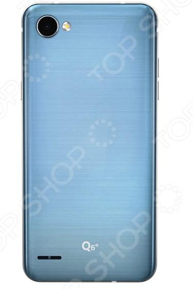 Смартфон LG LG Q6a M700 современный умный гаджет, который обеспечит стабильную связь и удобный доступ в интернет. Никакого торможения при просмотре видео, быстрый отклик, комфортное общение, прослушивание музыки, чтение и прочие вещи. Это устройство станет отличным решением для людей, кто хочет вести социально-активный образ жизни в виртуальном пространстве.  Особенности смартфона:  Быстродействующий процессор позволяет вам просматривать ваши любимые блоги, транслировать видео и мгновенно делиться всем с друзьями.  13-мегапиксельная двойная камера производит четкие изображения в любое время суток.  Лаконичный продуманный дизайн корпуса смартфон очень удобен в использовании, легко помещается в кармане.  Оптимальная цветопередача и контрастность изображения для комфортного просмотра видео даже в солнечную погоду.  ОС Android 7.1 нормализует энергопотребление и обеспечивает ускоренный запуск часто используемых программ. Это происходит на основе тщательного анализа последовательности действий пользователя.  Превосходный дисплей идеально подходит для чтения, игр и просмотра видео.  Разблокировка по распознаванию лица.  Функция Knock Code.  Датчик освещенности.  Цифровой компас.  Акселерометр.  Гироскоп.  Датчик приближения.  Функция KnockOn.  Функция Quick Memo. Современный дизайн Красивый и современный смартфон с изящным корпусом и приятным на ощупь покрытием. Благодаря правильной конструкции и габаритам телефон комфортно помещается в руке и позволяет с легкостью пользоваться всеми элементами на экране. Тонкие рамки вокруг дисплея и продуманное расположение элементов делает работу с контентом легкой и удобной.