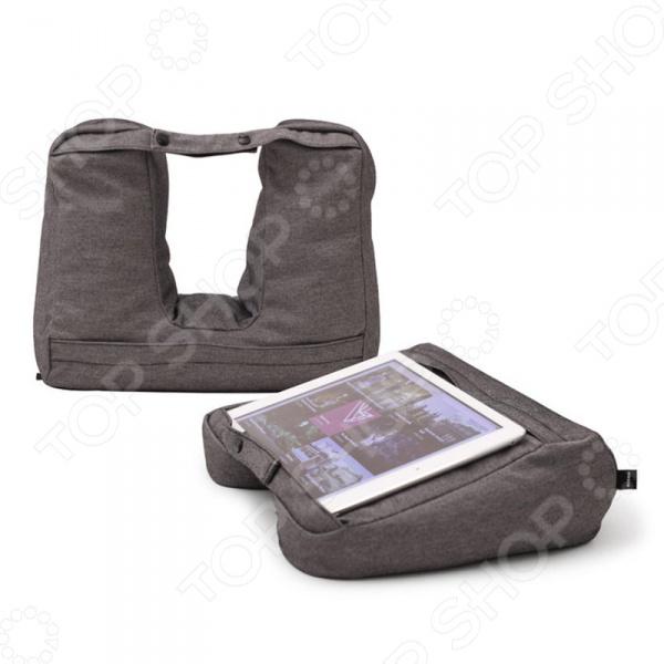 Подголовник 2 в 1 Bosign 262861 удобная дорожная подушка, которая эффективно поддерживает шею во время долгой и утомительной поездки в самолете, машине или в автобусе. Специальная анатомическая конструкция и мягкий, приятный наполнитель подушки снимают напряжение в мышцах шеи и позвоночника, позволяя полностью расслабиться и принять удобную позу для сна. Ремешки позволяют прикрепить подушку к сумке или чемодану. Прочный и плотный верхний чехол можно снимать и стирать. Особенность данного аксессуара для путешествий в том, что он может также использоваться в качестве подставки для планшета. Просто затяните ремешки покрепче и мягкая подушка превратится в оригинальную и удобную подставку для работы. Такая подставка может устанавливаться как вертикально, так и горизонтально. Положив её на колени или на стол под небольшим регулируемым углом, вы сможете с большим комфортом просматривать фильмы или играть на своем планшете.