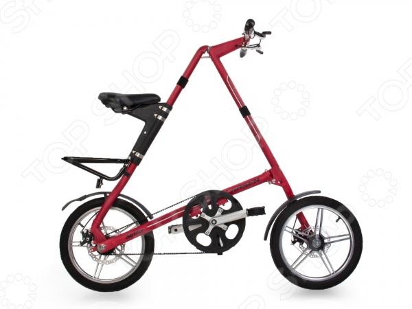 Велосипед городской складной Larsen Strider оригинальная и необычная модель, которая послужит прекрасной альтернативой традиционным велосипедам с классической конструкцией. Уникальная складная костуркция позволит взять с собой такой велосипед куда бы вы не отправились в путешествие, на работу, на дачу или на простую прогулку в близлежащий парк. Хранить такой велосипед тоже больше не составит труда, просто сложите его и уберите в кладовую, на балкон или в обычный шкаф. Он поместится в любое удобное для вас место. Дополнительным преимуществом данной модели является инновационная конструкция рамы, которая не позволит угнать велосипед с парковки. Вес такого городского велосипеда составляет всего 10,6 кг, поэтому носить его будет очень удобно. Процесс складывания и раскладывания не займет более 15 секунд, что также является преимуществом данной модели. Вместо обычной цепи используется резиновый, усиленный стальными кордами промышленный ремень. Он существенно уменьшает вес велосипеда, делает его ход максимально бесшумным. К тому же к такой цепи вам не понадобится смазка. Продуманная мобильная конструкция отличается удивительной практичностью и придется по душе городским жителям, которые предпочитают активный и здоровый образ жизни!