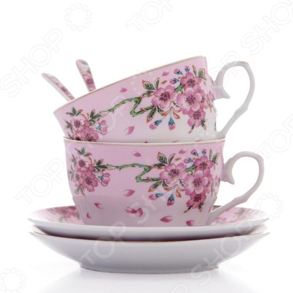 Чайная пара с ложками Elan Gallery Сакура станет украшением вашего стола. Красивое оформление стола как праздничного, так и повседневного это целое искусство. Правильно подобранная посуда это залог успеха в этом деле. Такая оригинальная чайная пара придется по вкусу даже самым требовательным хозяйкам и придаст особый шарм и очарование сервируемому столу. Превратите ваше традиционное чаепитие в настоящее удовольствие! В набор входят 2 чашки, 2 блюдца и 2 ложки.