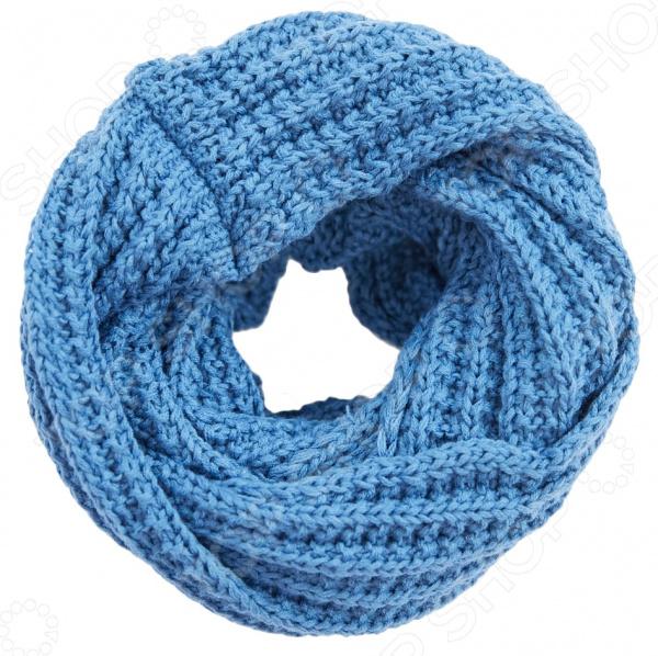 Снуд Milana Style Зимушка модный аксессуар, который не только дополнит ваш образ, но и поможет согреться в холодное время года. При этом изделие можно носить по-разному: используйте его как шарф или накидку на голову и плечи. Все зависит только от вашей фантазии и настроения. Вещь прекрасно сочетается с зимней одеждой.  Объемный снуд из мягкой и приятной на ощупь пряжи.  Универсальный аксессуар. Его можно повязать вокруг шеи, использовать как головной убор, а также украсить сумку или платье.  Создан для прохладной погоды.  Длина изделия 55 см, а ширина 35 см. Снуд сшит из мягкого трикотажного полотна, состоящего на 30 из шерсти и на 70 из пана. Материал не линяет, не скатывается, формы от стирки не теряет.