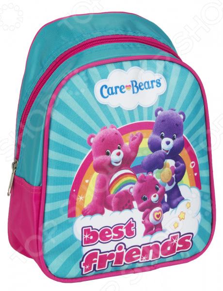 Рюкзак дошкольный Росмэн 31728 удобный и практичный рюкзак, который идеально подходит для хранения важных и необходимых вещей, который понадобится вашему ребенку на прогулке, в садике или в школе. Рюкзак оформлен одним большим и вместительным отделением, куда можно без труда сложить игрушки, папки, блокноты, тетради и даже книжки форма А5. Рюкзак выполнен из высококачественного и износостойкого материала с водонепроницаемой основой, который придает изделию дополнительную прочность и практичность. Он отличается своей прекрасной устойчивостью к истиранию и воздействию атмосферных изменений.  Продуманные детали для максимального удобства  Прочные текстильные лямки позволяют равномерно распределить нагрузку на спину.  Ручка-петля позволяет носить рюкзак в руках, что очень удобно в общественном транспорте.  Благодаря регулируемым лямкам, рюкзачок подходит детям любого роста.  Другие особенности данной модели рюкзака Изделие отличается не только своими прекрасными эксплуатационными характеристиками, но и оригинальным современным дизайном. Аксессуар декорирован ярким принтом из серии Заботливые мишки , нанесенным путем сублимированной печати. Благодаря этой рисунок отличается устойчивостью к истиранию и выгоранию на солнце. Такой рюкзак можно взять с собой не только в детский садик или на игровую площадку, но и в путешествие! Уход: Протирать мыльным раствором при температуре не выше 30 С.