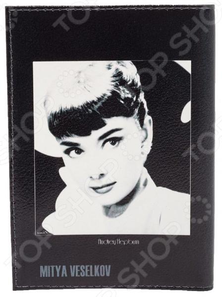 Обложка для паспорта кожаная Mitya Veselkov «Одри загадочная, на черном»
