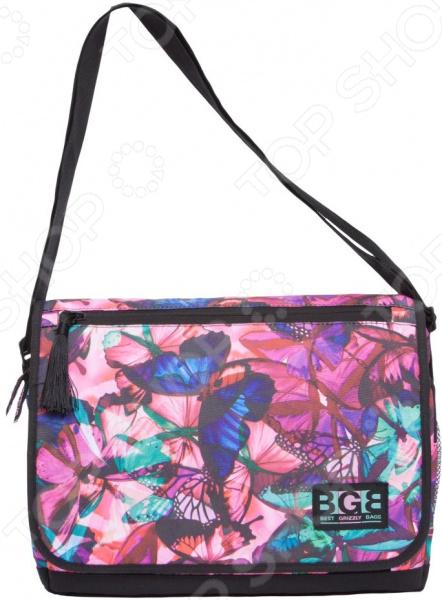 Сумка молодежная Grizzly MD-855-6 Бабочки самый популярный в этом сезоне аксессуар, который кроме практической ценности поможет добавить изюминку в ваш стиль. Эта модная вещь подойдет для учебы, прогулок и поездок.  Функциональные особенности  1 отделение;  клапан на липучках с карманом на молнии;  объемный передний карман на молнии;  внутренний карман для ноутбука планшета;  внутренний карман на молнии;  регулируемый плечевой ремень;  брелок-игрушка.