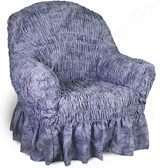 Кардинальное изменение интерьера Натяжной чехол на кресло Фантазия. Синий инновационный чехол, который даст вторую жизнь старой мебели, поможет ей засиять новыми цветами и кардинально преобразит интерьер. Чехол станет приемлемым выбором для тех, кто хочет грамотно расходовать средства, при этом не потерять в качестве. Модель синего меланжевого цвета, приглушенного оттенка, будет стильно смотреться в любой комнате. Стоит отметить, что чехол превосходно натягивается и садится на мебель за счет эластичных нитей, а также легкой, и воздушной ткани, которая придает визуальный объем. Поэтому надеть его на кресло не составит особого труда. Преимущественно садится на кресла стандартной формы и габаритов. Преимущества  Сделан из мягкой ткани, приятной на ощупь.  Прострочен эластичными нитями по горизонтали.  Обладает повышенной износостойкости.  Ткань не деформируется и не выцветает после стирки.  Материал не просвечивает.  Высокая степень растяжимости и усадки.  Его можно не гладить.  Защита мебели Сохранение чистоты и гигиеничности это немаловажная часть работы, с которой чехол с легкость справляется. Он используется не только трансформации интерьера, но и для защиты от пыли, пятен, а хозяев от необходимости регулярной чистки. А ведь оригинальную ткань от мебели не так то просто выстирать. Поэтому чехол будет не только красивым дополнением, но и необходимой мерой предосторожности. Ведь случаи бывают разные. Отстирать чехол можно в стиральной машинке при температуре 40 С без отжима. Пятна выводятся без проблем, без дорогостоящей химчистки. Также важно отметить, что такую ткань не обязательно гладить. Легко надевается на кресло и держит форму.  Одежда для вашей мебели Способов обновить старую мебель не так много. Чаще всего приходится ее выбрасывать, отвозить на дачу или мириться с потертостями и поблекшими цветами. Особенно обидно избавляться от мебели, когда она сделана добротно, но обивка подвела. Эту проблему решают съемные чехлы для мебели, быстро набирающие популярность