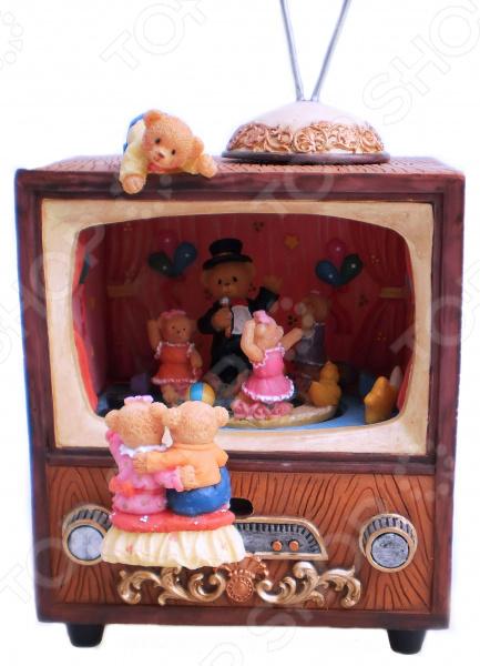 Музыкальная шкатулка Crystal Deco «Мишки смотрят телевизор»