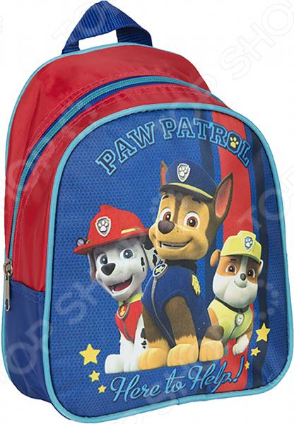 Рюкзак дошкольный Росмэн 31840 удобный и практичный рюкзак, который идеально подходит для хранения важных и необходимых вещей, который понадобится вашему ребенку на прогулке, в садике или в школе. Рюкзак оформлен одним большим и вместительным отделением, куда можно без труда сложить игрушки, папки, блокноты, тетради и даже книжки форма А5. Рюкзак выполнен из высококачественного и износостойкого материала с водонепроницаемой основой, который придает изделию дополнительную прочность и практичность. Он отличается своей прекрасной устойчивостью к истиранию и воздействию атмосферных изменений.  Продуманные детали для максимального удобства  Прочные текстильные лямки позволяют равномерно распределить нагрузку на спину.  Ручка-петля позволяет носить рюкзак в руках, что очень удобно в общественном транспорте.  Благодаря регулируемым лямкам, рюкзачок подходит детям любого роста.  Другие особенности данной модели рюкзака Изделие отличается не только своими прекрасными эксплуатационными характеристиками, но и оригинальным современным дизайном. Аксессуар декорирован ярким принтом, нанесенным путем сублимированной печати. Благодаря этой рисунок отличается устойчивостью к истиранию и выгоранию на солнце. Такой рюкзак можно взять с собой не только в детский садик или на игровую площадку, но и в путешествие! Уход: Протирать мыльным раствором при температуре не выше 30 С.