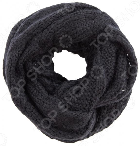 Снуд Milana Style Времена года модный аксессуар, который не только дополнит ваш образ, но и поможет согреться в холодное время года. При этом изделие можно носить по-разному: используйте его как шарф или накидку на голову и плечи. Все зависит только от вашей фантазии и настроения. Вещь прекрасно сочетается с зимней одеждой.  Объемный снуд из мягкой и приятной на ощупь пряжи.  Универсальный аксессуар. Его можно повязать вокруг шеи, использовать как головной убор, а также украсить сумку или платье.  Создан для прохладной погоды.  Длина изделия 55 см, а ширина 35 см. Снуд сшит из мягкого трикотажного полотна, состоящего на 50 из шерсти и на 50 из пана. Материал не линяет, не скатывается, формы от стирки не теряет.