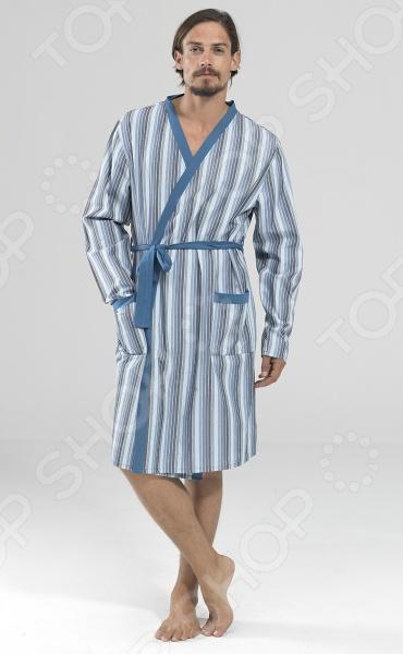 Халат BlackSpade 7349. Цвет: белый, голубой великолепный вариант для современных мужчин, предпочитающих комфорт, красоту и удобство во всем. Легкий халат с длинными рукавами имеет свободный покрой, который не сковывает движение и дарит чувство абсолютного комфорта. Халат выполнен из качественного хлопкового материала и обладает отличной воздухопроницаемостью и гигроскопичностью, поэтому отлично подойдет для повседневной носки. Прочный натуральный материала также может похвастаться приятными прикосновениями, которые не будут раздражать даже самую чувствительную кожу. Классический, но в тоже время современный дизайн делает халат не только комфортным, но и очень красивым. Эта практичная модель позволит вам выглядеть ярко и привлекательно, даже если вы находитесь дома!