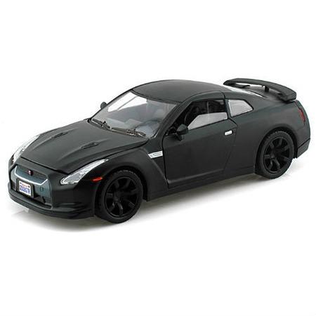 Модель автомобиля 1:24 Motormax Nissan GTR 2008. В ассортименте