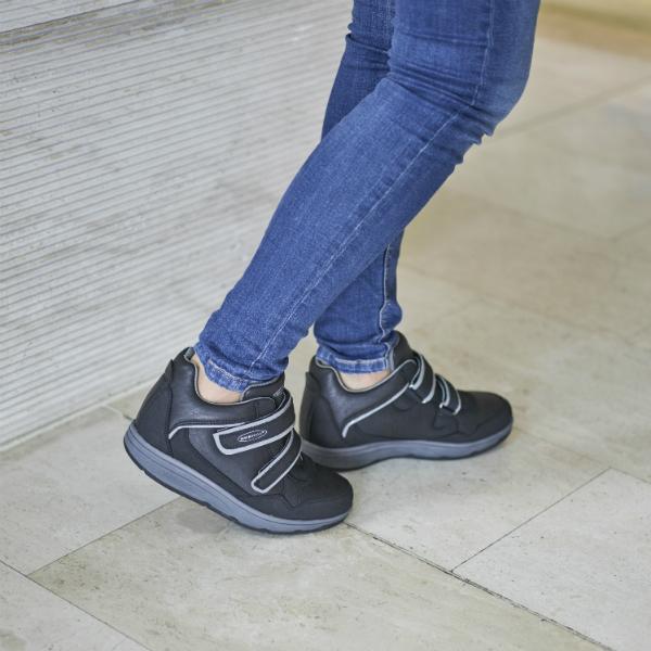 Кроссовки адаптивные женские Walkmaxx Wedge. Цвет: коричневый 5