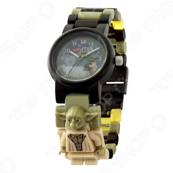 Часы наручные детские LEGO с минифигурой Yoda на ремешке 2017 часы наручные lego часы наручные аналоговые lego star wars с минифигурой darth vader на ремешке