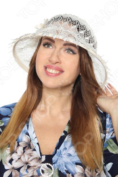 Шляпа Неженка это стильный головной убор, который идеально подойдет для завершения вашего образа. Вне зависимости от стиля одежды вы можете использовать эту шляпу, ведь она будет прекрасно смотреться и с выходным нарядом, и с повседневной одеждой. Этот оригинальный головной убор подчеркнет вашу изысканность и индивидуальность.  Элегантный головной убор из натурального дышащего материала.  Предусмотрена завязка для регулировки размера. Так же с помощью нее вы легко можете сложить шляпку, чтобы взять с собой в дорогу.  По краям вставлен каркас-обод для поддержания формы.  Изделие произведено в России. Льняная шляпа будет долго радовать вас своим видом, если соблюдать условия хранение и чистки. Не стоит хранить ее на полке или подвешенной на крючок. Для этого существуют специальные формы. Регулярно очищайте изделие от пыли, используя мягкую щетку.