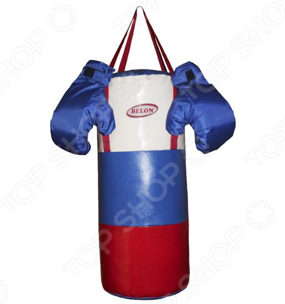 Набор для бокса детский BELON Патриот это отличные тренировочные перчатки и груша. Небольшой боксерский набор подойдет для ребенка 6-10 лет. Набор в игровой форме вдохновит малыша на занятия спортом с раннего детства. Он каждый день с удовольствием будет тренировать мышцы и при этом получит море радостных эмоций. Занятия боксом тренируют у детей выносливость, скорость реакции и физическую силу, а также повышают самооценку и уверенность в себе. Перчатки очень хорошо смягчают удары благодаря мягкой прослойке из поролона. Манжеты на липе. Мешок выполнен из ткани ПВХ тента в форме цилиндра, плотно набит синтепоном и измельченными обрезками ткани.