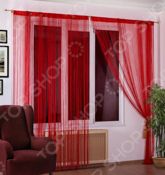 Домашний текстиль, в частности, шторы и гардины важная составляющая любого интерьера, ведь именно они делают помещение более уютным. Но как и любой другой элемент декора, шторы способны как подчеркнуть положительные стороны выбранного стиля интерьера, так и нарушить сложившуюся стилистическую и визуальную гармонию в вашем доме. С умом подобранные шторы способны преобразить вашу комнату, сделать её более светлой или уединенной, яркой или более спокойной, визуально больше или уютней. Обновить интерьер теперь просто Штора нитяная Алтекс однотонная. Цвет: красный это идеальный вариант для вашей гостиной, спальни, гостевой. Прочная, но легкая кисея не только стильно оформит оконное пространство, но и позволит правильно расставить акценты в интерьере, скрыть небольшие недостатки в отделке. Такую штору можно как вешать на окна, так и разделять пространство в комнате. Особенность этой модели заключается в лаконичном дизайне и приятной цветовой гамме. Такая штора одинаково понравится ценителям классики и тем, кто следит за модными тенденциями!  Главная особенность и достоинство этой шторы заключается во внешнем виде. Нитяной дизайн и структура обладают рядом достоинств  сохраняет свой первоначальный внешний вид после многочисленных стирок, не линяя и не теряя насыщенность, яркость цветов;  не накапливает статического электричества;  приятный перелив нитей по всей длине смотрится элегантно и эстетично;  шторы легко обрезаются по длине ножницами. Для большей защиты от проникающего света в комнату рекомендуется навешивать несколько штук на один карниз. Благодаря своей структуре, шторы выглядят как одно целое. Кроме того, существует большое количество вариантов подхвата. При необходимости можно пришить тесьму.