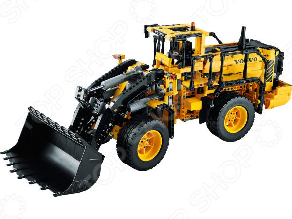 Конструктор Lego Автопогрузчик VOLVO L350F с дистанционным управлением - оригинальный подарок, который познакомит вашего ребенка с миром строительной техники. С помощью данной игрушки подростки смогут своими руками создать радиоуправляемую машину. Яркие и качественные элементы конструктора выполнены из прочного и безопасного пластика, легко складываются и компонуются, ребенок с увлечением будет собирать конструктор. Кроме того, собрать конструктор ему могут помочь его друзья - деталей хватит на всех. Подобное времяпрепровождение превратить развивающие занятия в увлекательную игру, разовьет в детях чувство товарищества внимательность и ответственность. Подарите своему ребенку массу положительных эмоций и отличное настроение!