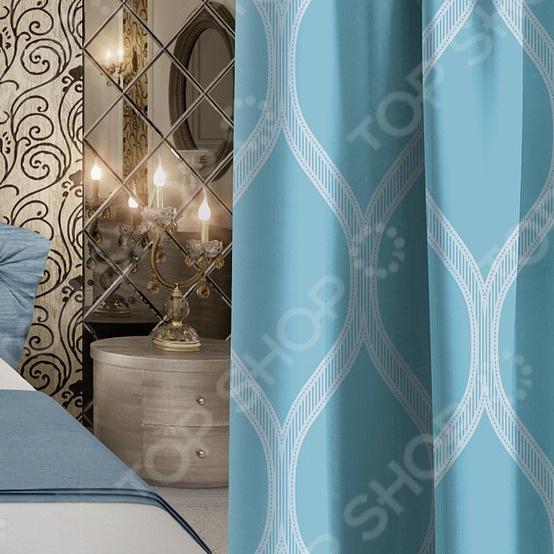 Вам надоела привычная обстановка в доме Хотите освежить интерьер любимой комнаты, не прибегая к дорогостоящему ремонту и покупке новой мебели Штора блэкаут Волшебная ночь Candy придаст вашей спальной комнате или гостиной роскошный вид. При этом она не только украсит ваше окно, но и обеспечит ощущение уюта и комфорта в любую погоду.  Штора выполнена из ткани блэкаут, которая не пропускает свет и способна значительно затемнить комнату. Материал отличается следующими качествами:  Долгий срок службы. Изделия из этой ткани не склонны к выгоранию, деформации в процессе стирки или сушки, не линяют. Прекрасно сохраняют первозданный вид в течение длительного времени.  Не мнется. Во время эксплуатации штора практически не сминается.  Теплоизоляция. Одно из главных преимуществ защита не только от яркого света, но и от тепла. В жаркую погоду, закрыв окно такой шторой, вы наполните комнату спасительной прохладой.  Простой уход. Специальный состав ткани делает уход за ней очень легким. Изделия из данного материала не впитывают запахи и не дают задерживаться пыли на поверхности.  Гипоаллергенность. Изделия из блэкаута вы можете не опасаясь повесить в детскую комнату.
