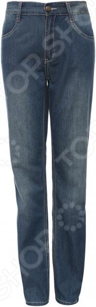 Брюки для девочки Finn Flare Kids KS16-75044 созданы специально для детской фигуры, прекрасно подходят для повседневной носки в теплую погоду. Такие брюки отлично сочетаются с большинством рубашек, джемперов и даже с футболками. Брюки легкие из джинсы с жестким поясом. У них удобные карманы и застежка с пуговицей и молнией.  Особенности модели:  Сделаны из ткани с высоким содержанием хлопка.  Материал отличается воздухопроницаемостью, высокой прочностью и устойчивостью к истиранию.  Высокое качество используемых красителей гарантируют стойкость после многочисленных стирок.  Прочные швы.  Задние накладные карманы.  Шлейки для продевания ремня. Finn Flare это синоним первоклассного качества и новейших модных тенденций. Компания занимает ведущие позиции на российском рынке и занимается производством мужской, женской и детской одежды. Модели Finn Flare соответствуют актуальным европейским трендам и отличаются ярким, стильным и всегда оригинальным дизайном!
