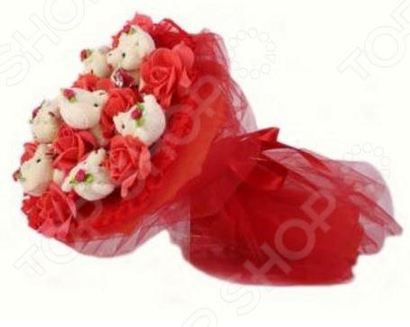 Букет из мягких игрушек Toy Bouquet Медвежата и розы B214-R7-R7R это не только прекрасная альтернатива традиционному цветочному букету, но и отличная возможность сделать любимому человеку оригинальный и запоминающийся подарок. Он отлично подойдет в качестве сувенирного подарка маме, подруге или любимой девушке. Букет выполнен в ярко-красных тонах и украшен розочками и фигурками очаровательных плюшевых медвежат.
