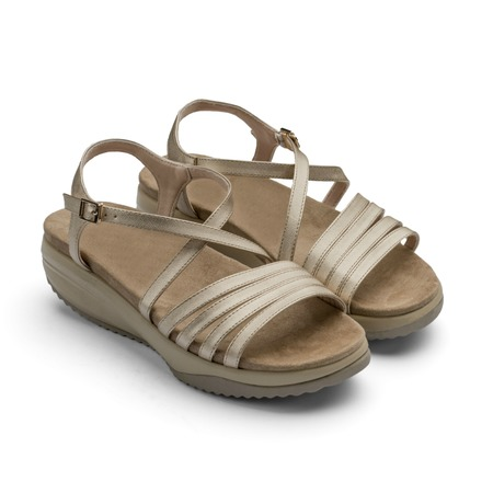 Купить Сандалии дышащие Walkmaxx Pure Elegant 2.0. Цвет: золотой