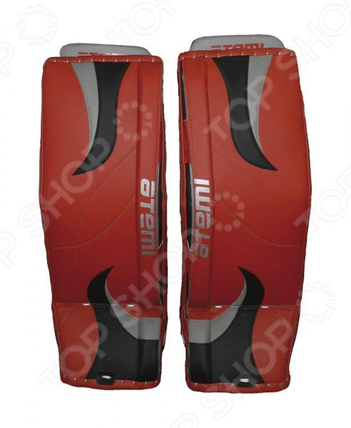 Щитки вратаря ATEMI имеют плоскую лицевую поверхность. Удобные, не сковывающие движений, легкие, обеспечивающие подвижность, надежная защита голени. Анатомическая конструкция обеспечивает защиту икроножных мышц и удобную посадку на ноге. Материалы: PU-кожа, Clarino Nash , Clarino Weave и Clarino Carbon.