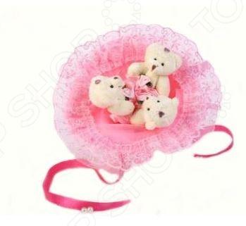 Букет из мягких игрушек Toy Bouquet Медвежата M302 это не только прекрасная альтернатива традиционному цветочному букету, но и отличная возможность сделать любимому человеку оригинальный и запоминающийся подарок. Он отлично подойдет в качестве сувенирного подарка маме, подруге или любимой девушке. Букет выполнен в нежно-розовых тонах и украшен ажурным кружевом и фигурками очаровательных плюшевых медвежат.
