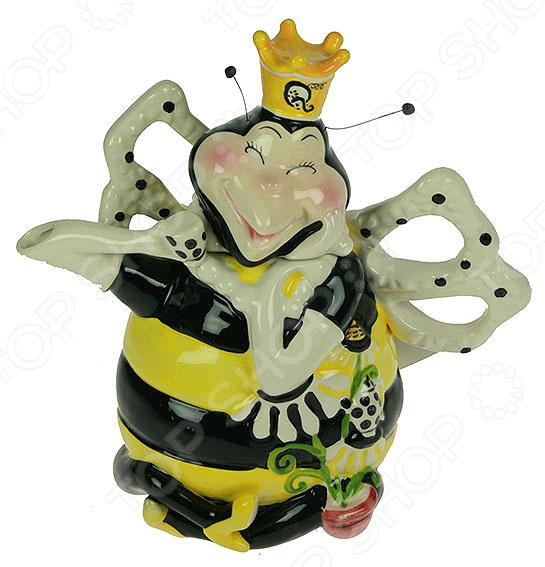 Чайник заварочный декоративный Принцесса Пчелка замечательное дополнение кухонной утвари, которое обязательно станет украшением интерьера и привлечет к себе множество восторженных взглядов. Изделие выполнено из прочной керамики этот материал идеально подходит для заваривания напитков, так как он не содержит вредных включений и компонентов. Заварочный чайник отлично сочетает в себе практичность и оригинальный красочный дизайн, благодаря чему он сделает чаепитие идеальным. Изделие украсит обеденный стол и создаст неповторимую атмосферу, чтобы собравшиеся гости или домочадцы чувствовали себя уютно и комфортно. Чайник не требует особого ухода, однако во время мытья не рекомендуется использовать агрессивные чистящие средства.