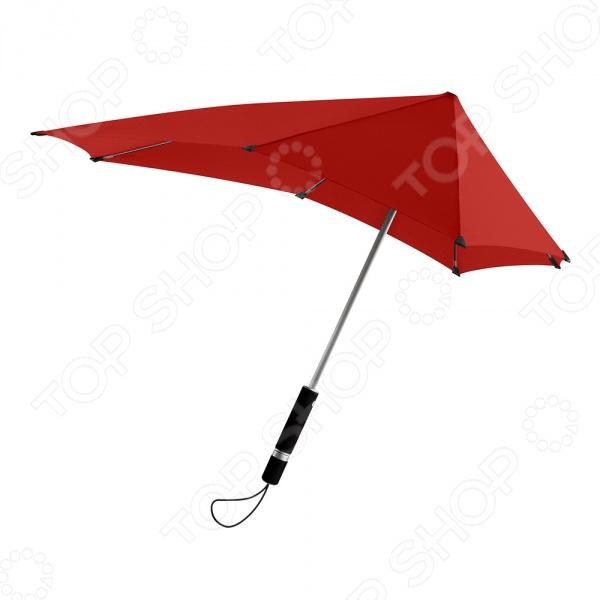 Зонт-трость Senz Original станет отличным дополнением к набору ваших аксессуаров. Он не только надежно защитит от проливного дождя и отлетающих брызг, но и придаст вашему образу изысканности и элегантности. Купол модели имеет нестандартную удлиненную форму, что позволяет надежно защитить спину и лицо от косых дождей. Благодаря усовершенствованной конструкции, зонт не выворачивается наизнанку даже при при сильном порывистом ветре со скоростью 100 км ч. Среди основных преимуществ предлагаемой модели можно отметить:  УФ-защиту купол выполнен из ткани обеспечивающей защиту от ультрафиолета 50 ;  эргономичную мягкую ручку;  наличие специальных колпачков на кончиках спиц;  наличие удобного чехла для хранения.