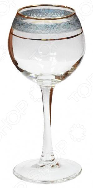 Набор фужеров для вина Гусь Хрустальный Махараджа это сочетание непревзойденного качества и стильного изысканного дизайна. Утонченные и изящные они как нельзя лучше подойдут для сервировки праздничного стола и подачи красных вин. Чаша у фужеров имеет округлую форму. Это позволяет вину максимально раскрыться, а вам в полной мере насладиться вкусом и ароматом напитка.  Особенности и преимущества  Высококачественное стекло.  Округлая форма.  Изысканный узор.  Устойчивость к появлению сколов и царапин. Гусь Хрустальный город мастеров стекла В качестве материала изготовления используется высококачественное декорированное стекло. Оно, что примечательно, производится на стекольном заводе города Гусь Хрустальный. Данное предприятие уже на протяжение многих лет является ведущим российским поставщиком изделий из стекла и хрусталя. Продукция завода производится на современном оборудовании и пользуется неизменной популярностью и спросом у потребителей.