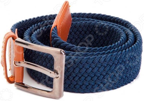 Ремень эластичный мультиразмерный Bradex эластичный аксессуар из плотного плетёного материала, который может растягиваться без лишнего давления на пояс. Сделан из высококачественных эластичных шнуров полиуретана. Выполнен в классическом стиле с контрастными кожаными вставками. Застежка изготовлена из металла. За счет эластичных свойств материала ремень способен адаптироваться к дыханию, а также активным действиям своего владельца. Этот ремень стоит стирать вручную, чтобы не повредить стиральную машинку. Нельзя отбеливать и кипятить. Для ухода за ремнем, следует протирать специальным средством по уходу за изделиями из кожи. Преимущества:  Стильный вид.  Контрастные кожаные вставки.  Износостойкие качества: аксессуар не трескается, не рвется.