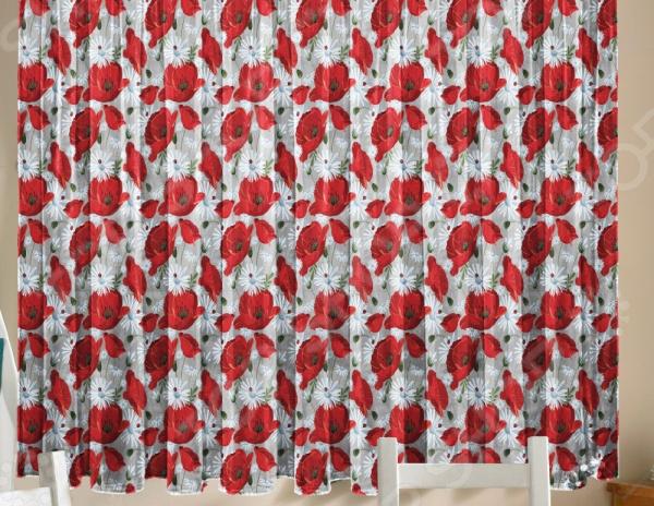 Уютная комната это не только мягкие диваны и кресла, но и красивый домашний текстиль. Именно он позволяет создать в комнате приятную и теплую атмосферу! Легкий летящий тюль это незаменимый элемент в текстильном оформлении окна. Он не уменьшает количество естественного света в помещении, а позволяет сделать его немного мягче. Этот простой элемент домашнего текстиля способен преобразить комнату, сделав её немного уютней, светлее и больше. Новинка в мире фотоштор Фототюль Zlata Korunka Комплимент это идеальный вариант для вашей кухни или дачи! Легкие и качественные изделия не только стильно оформят оконное пространство, но и позволят правильно расставить акценты в интерьере, скрыть небольшие недостатки в отделке. Отлично впишется в любой интерьерный стиль. Легкий и тонкий тюль выполнен из шифоновой ткани высочайшего качества. Этот материал традиционно используется для этого вида домашнего текстиля.  Достоинства тюля из шифона  Переплетение синтетических нитей делает его очень прочным и износостойким.  Гладкая поверхность практически не блестит на солнце, поэтому тюль приобретает благородный внешний вид.  Легко подается драпировке за счет своей легкой и пластичной структуры ткани.  Не выгорает на солнце и не теряет свой цвет после многочисленных стирок.  Легкий уход. Для неповторимого уюта на кухне! Благодаря интересному дизайну с ярким и красочным рисунком маковых цветов, данная модель может использоваться в качестве самостоятельного украшения окна. Дизайн придется по нраву тем, кто предпочитает более современный дизайн. Парящий тюль придаст нежность и воздушность интерьеру, избавит вас от ощущения загруженности интерьера, визуально увеличит помещение и сделает более комфортным для отдыха. Тюль рекомендуется стирать при температуре 30 С в режиме бережной стирки и гладить при температуре 150 С в режиме шелк .