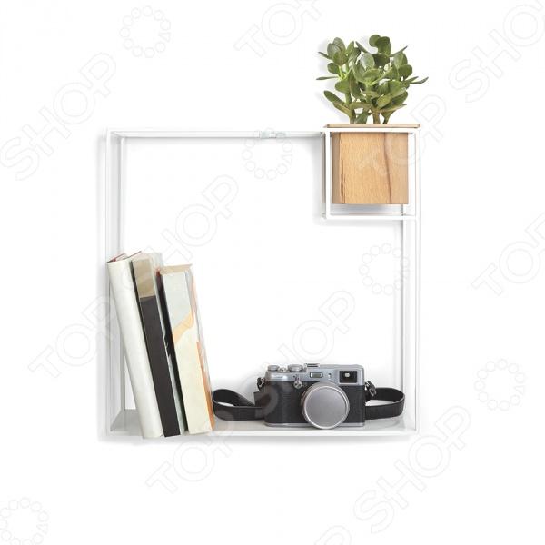 Полка-органайзер Umbra Cubist компактная полка, на которой можно разложить фоторамки, небольшие цветы, различные мелочей, тетради, книги и прочее. Её можно установить в любой комнате и наслаждаться тем, что все нужные вещи под рукой и красиво сложены. Оптимальный размер, вес и цвет, который будет хорошим дополнением к вашему интерьеру. Легкий каркас этой полки создает эффект невесомости. Деревянный кубический контейнер может служить в качестве органайзера для мелочей.