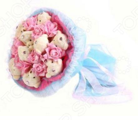 Букет из мягких игрушек Toy Bouquet Медвежата и розы B214-LB9-R9P это не только прекрасная альтернатива традиционному цветочному букету, но и отличная возможность сделать любимому человеку оригинальный и запоминающийся подарок. Он отлично подойдет в качестве сувенирного подарка маме, подруге или любимой девушке. Букет выполнен в розово-голубых тонах и украшен розочками и фигурками очаровательных плюшевых медвежат.