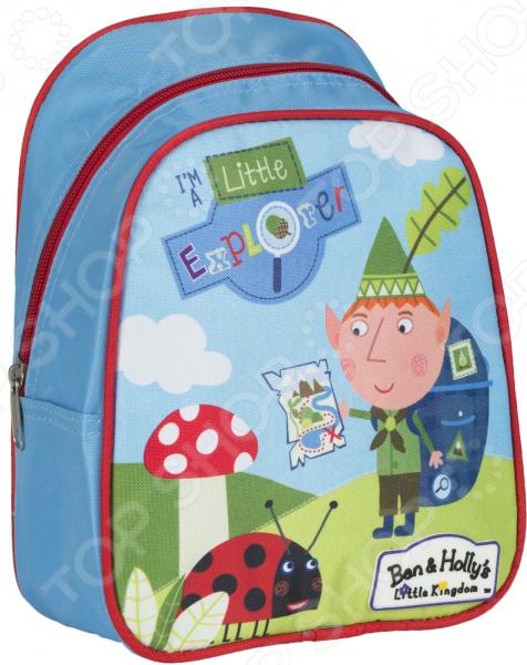 Рюкзак дошкольный Ben Holly 39;s 31686 удобный и практичный рюкзак, который идеально подходит для хранения важных и необходимых вещей, который понадобится вашему ребенку на прогулке, в садике или в школе. Рюкзак оформлен одним большим и вместительным отделением, куда можно без труда сложить игрушки, папки, блокноты, тетради и даже книжки форма А5. Рюкзак выполнен из высококачественного и износостойкого материала с водонепроницаемой основой, который придает изделию дополнительную прочность и практичность. Он отличается своей прекрасной устойчивостью к истиранию и воздействию атмосферных изменений.  Продуманные детали для максимального удобства  Прочные текстильные лямки позволяют равномерно распределить нагрузку на спину.  Ручка-петля позволяет носить рюкзак в руках, что очень удобно в общественном транспорте.  Благодаря регулируемым лямкам, рюкзачок подходит детям любого роста.  Другие особенности данной модели рюкзака Изделие отличается не только своими прекрасными эксплуатационными характеристиками, но и оригинальным современным дизайном. Аксессуар декорирован ярким принтом из серии Бен и Холли , нанесенным путем сублимированной печати. Благодаря этой рисунок отличается устойчивостью к истиранию и выгоранию на солнце. Такой рюкзак можно взять с собой не только в детский садик или на игровую площадку, но и в путешествие! Уход: Протирать мыльным раствором при температуре не выше 30 С.