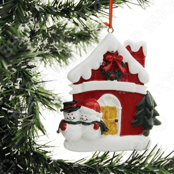 Елочное украшение Crystal Deco «Домик с парой Снеговиков» цена