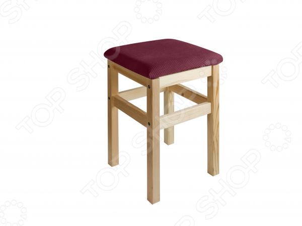 Кардинальное изменение интерьера Натяжной чехол на квадратный табурет с подушкой Медежда Бирмингем оригинальный чехол, который даст вторую жизнь старой мебели, поможет ей засиять новыми цветами и кардинально преобразит интерьер. Чехол натягивается и садится на мебель за счет эластичных нитей, а также легкой ткани, которая придает визуальный объем. Защита мебели Сохранение чистоты и гигиеничности это немаловажная часть работы, с которой чехол с легкость справляется. Он используется не только для трансформации интерьера, но и для защиты от пыли, пятен, а хозяев от необходимости регулярной чистки. А ведь оригинальную ткань от мебели не так то просто выстирать. Поэтому чехол будет не только красивым дополнением, но и необходимой мерой предосторожности.  Преимущества  Сделан из мягкой ткани, приятной на ощупь.  Хорошо принимает форму кресла.  Обладает повышенной износостойкостью.  Ткань не деформируется и не выцветает после стирки.  Материал не просвечивает. Одежда для вашей мебели Способов обновить старую мебель не так много. Чаще всего приходится ее выбрасывать, отвозить на дачу или мириться с потертостями и поблекшими цветами. Особенно обидно избавляться от мебели, когда она сделана добротно, но обивка подвела. Эту проблему решают съемные чехлы для мебели, быстро набирающие популярность в России. Незаменимы в домах с маленькими детьми и домашними животными, в гостиных, где устраиваются застолья и посиделки, в интерьерах офисов. В съемных квартирах они помогут сохранить чистоту и гигиеничность. Но все-таки главное предназначение чехлов это эстетическое обновление интерьера.