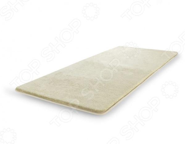 Побалуйте свои ножки, наступая на коврик Dormeo RELAX MF, вы каждый раз будете испытывать приятное ощущение нежности и мягкости. Элегантный и стильный коврик для ванной комнаты Дормео Релакс сделан из уникального материала 1,5 см анатомической пены с эффектом запоминания. Он подарит вашим ножкам роскошный комфорт и незабываемые ощущения. Пена с эффектом запоминания идеально повторяет форму ступни и дарит дополнительное тепло коже ног. Верхний слой коврика мягкий и приятный на ощупь флис. У коврика есть нижний противоскользящий слой для вашей 100 безопасности. Коврик Релакс подходит абсолютно для любой поверхности полов, даже для полов с подогревом. Используйте его в спальне, гостиной, кухне, ванне, детской. За ковриком очень легко ухаживать: его можно стирать в машинке. Коврик идеально подойдет к коллекции топеров Дормео Софа. Преимущества:  пена с эффектом запоминания невероятный комфорт и удобство;  верхний слой из флиса очень мягкий и нежный, отлично впитывает влагу;  антискользящий нижний слой ваша безопасность и надежность;  универсальный коврик для любых поверхностей;  легко чистить, машинная стирка;  идеально с коллекцией Софа Топпер.