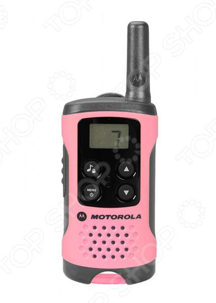 Комплект из двух раций Motorola TLKR-T41 устройства для переговоров для профессиональных строителей, высотников, охранников различных объектов, а также для других людей, которым нужна обязательная связь в чрезвычайных обстоятельствах. Рации можно использовать даже в путешествиях, например, во время катания на лыжах, морских прогулках, во время походов.  Радиус действия до 4 км в зависимости от рельефа местности и условий прохождения радиоволн .  Бесплатные вызовы 8 каналов.  Частотный диапазон 446,0 446,1 Mгц.