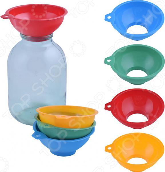 Товар продается в ассортименте. Цвет товара при комплектации заказа зависит от наличия товарного ассортимента на складе. Воронка для банок Мультидом МГ76-59 приспособление, предназначенное для комфортного переливания или пересыпания, как холодных, так и горячих жидкостей или круп. Благодаря тому, что воронка выполнена из пищевого пластика, она не влияет на вкус, запах пищевых продуктов. Воронка имеет уникальную конструкцию, которая идеально подходит для банок. При желании изделие можно использовать для пересыпания сыпучих продуктов, например, соли, приправ, мелких круп.  Изделие выполнено из полимерных материалов, которые отличаются своей практичностью и прекрасными эксплуатационными характеристиками:  Не впитывают посторонние запахи.  Не влияют на вкус и аромат продуктов.  Не требует особого ухода.  Долговечна при аккуратном обращении. При мытье не рекомендуется использовать абразивные порошки.