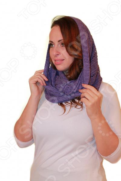 Снуд Элеганс Игра это теплый аксессуар, плотно прилегающий к шее, благодаря своей круговой вязке. Благодаря своей практичности, снуд необычайно популярен, как среди совсем молодых девушек, так и среди взрослых женщин. Такой шарф очень теплый, он защищает не только шею, но и голову, поскольку его можно использовать вместо шапки. Его можно носить с платьем, пуховиком, пальто, свитером или кардиганом. Снуд можно носить в два оборота, накинув часть шарфа на голову, а вторую часть обвить вокруг шеи. Бесконечный шарф легко трансформируется в капюшон, пончо или шейный платок. На сегодняшний день этот модный аксессуар имеется в гардеробе чуть ли не каждой современной красавицы. Снуд представлен в одной универсальном размере, длинной 1,5 м. Снуд изготовлен из шерсти 15 , акрила 70 и полиамида 15 . Смесь акрила с шерстью позволяет получить теплую одежду красивой расцветки, которая приятна на ощупь, не покрывается катышками, не выцветает, держит форму и долго служит. Швы обработаны текстурированными, эластичными нитями, благодаря чему не тянутся и не натирают кожу.
