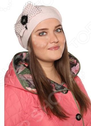 Берет Viavi Гармония тепла это стильный головной убор, который идеально подойдет для завершения вашего образа. Вне зависимости от стиля одежды вы можете использовать этот берет, ведь он прекрасно будет смотреться и с выходным нарядом, и с повседневной одеждой. Этот оригинальный аксессуар подчеркнет вашу изысканность и индивидуальность.  Стильный аксессуар на раннюю весну.  Украшен сбоку бантом с вуалью и декором из натурального меха.  Изделие произведено в России. Берет не вытягивается, не скатывается, формы от стирки. Рекомендуется бережная ручная стирка при температуре 30 C .