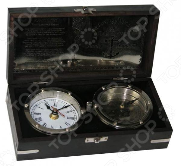 Сувенир настольный: часы и компас 35630 без всяких сомнений станет достойным подарком человеку, любящему практичные вещи винтажного стиля. Это красивая деревянная лакированная шкатулка черного цвета с встроенными устройствами. Крышка присоединена на двух петлях к основанию и легко приподнимается. Внутри находятся механические часы с римским циферблатом и классический компас. Оба устройства вмонтированы в основание и надежно защищены от механических повреждений. К внутренней стороне крышки прикреплена латунная пластина с гравировкой. Это настольный сувенир, который станет изысканным украшением рабочего стола или кабинета.