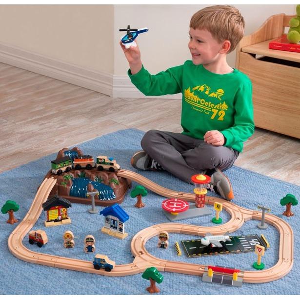 Набор железной дороги игрушечный KidKraft «Горная вершина». В ассортименте