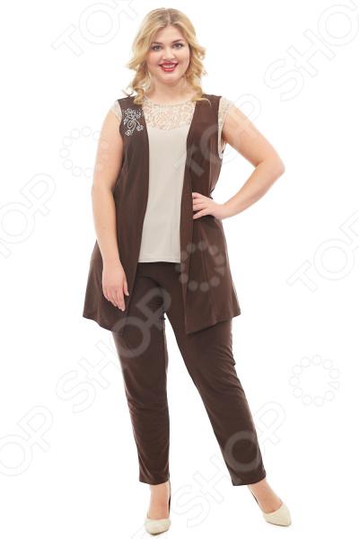 Костюм Лауме-стиль Эйфория поможет вам создавать невероятные образы, всегда оставаясь женственной и утонченной. Грамотный крой и цвет скрывают недостатки фигуры и подчеркивают достоинства. В этом костюме вы будете чувствовать себя дома так же блистательно, как на вечеринке!  Костюм состоит из жилета и брюк.  Жилет полуприлегающего силуэта.  Спинка со средним швом.  Полочка с рельефом из проймы до линии низа.  В области плеча полочка украшена термоаппликациями.  Брюки полной длинны, зауженные книзу.  Пояс на эластичной тесьме по всей окружности талии.  На фотографии костюм представлен в сочетании с блузой Маркиза . Костюм сшит из приятной ткани, состоящей на 100 из полиэстера. Материал не линяет, не скатывается, формы от стирки не теряет.